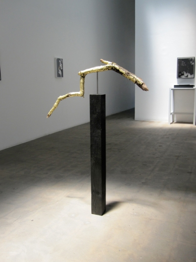 "Lorna Macintyre, ""Winter Sculpture,"" 2009, installation view, Branch, gold leaf, wood, steel, 52 x 33 ½ x 11 ¾ inches (132 x 85 x 30 cm)"